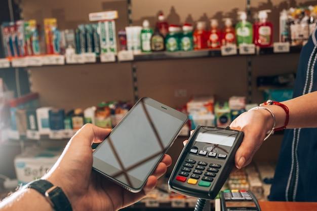 Compra e pagamento de mercadorias usando nfc