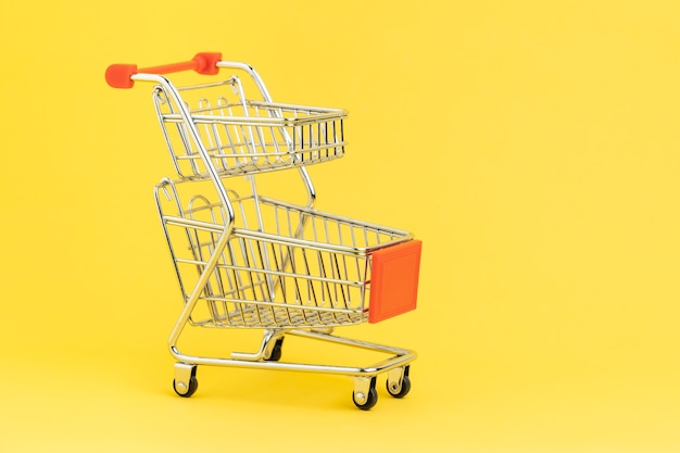 Compras, comércio eletrônico, conceito de compra do consumidor de supermercado