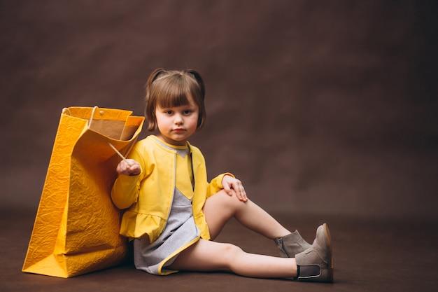 Compras de estúdio modelo menina Foto Premium