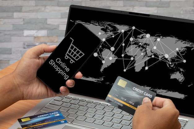Compras de pagamento on-line com cartão de crédito.