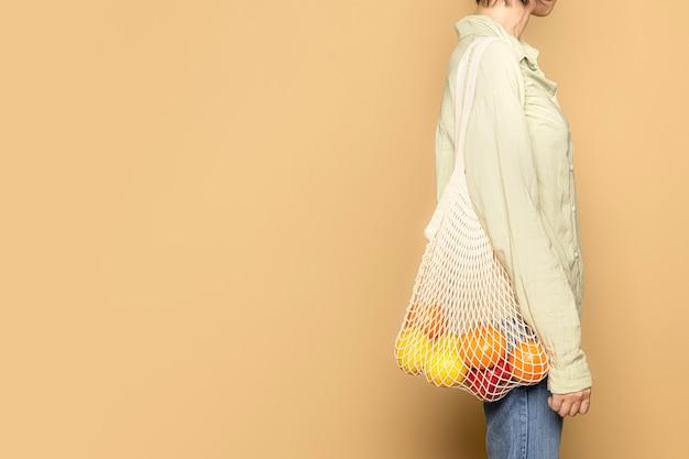Compras de supermercado com bolsa de rede