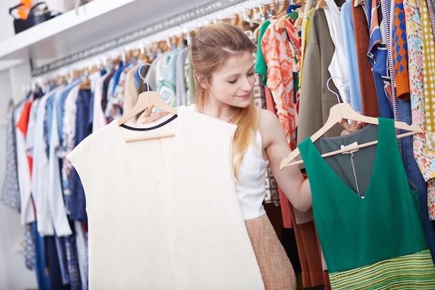 Compras na loja de moda