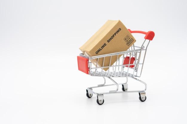 Compras on-line com um carrinho de compras e serviço de entrega de sacolas de compras