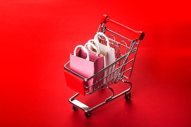 Compras on-line em casa concept.online shopping é uma forma de comércio eletrônico que permite aos consumidores comprar diretamente
