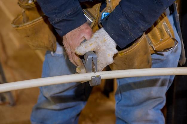 Comprimento do tubo de plástico cpvc para um cortador de tubo de encanamento para instalação de linha de água nova casa em construção