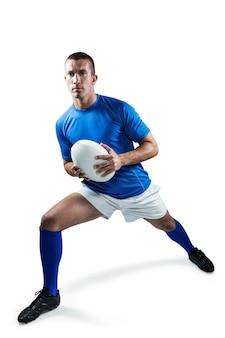 Comprimento total do jogador de rugby exercitando com bola