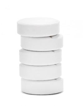 Comprimido médico comprimido na superfície branca