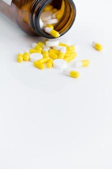 Comprimidos anti-depressivos fora da garrafa