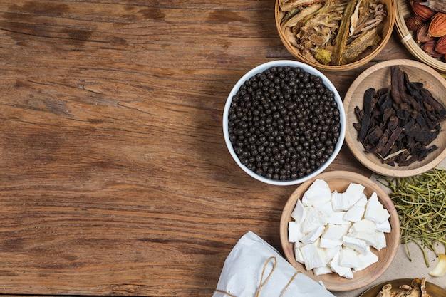 Comprimidos chineses empilhados da medicina erval