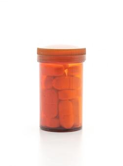Comprimidos de comprimidos, drogas, farmácia, medicina ou médicos sobre fundo branco