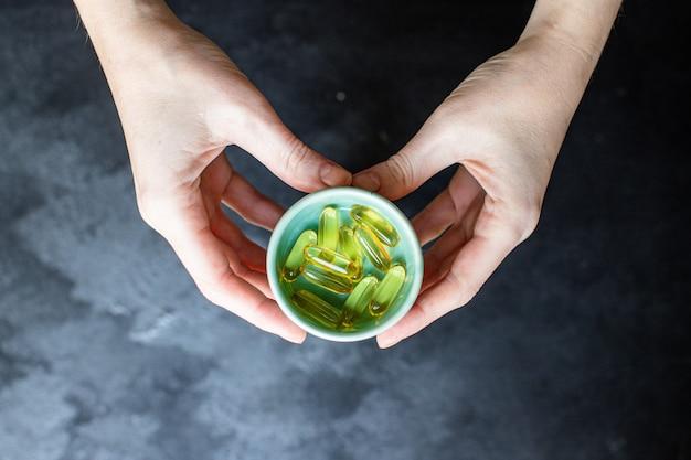 Comprimidos de gordura de peixe cápsulas vitaminas ômega 3 ou suplemento dietético de ácido hialurônico para cosméticos