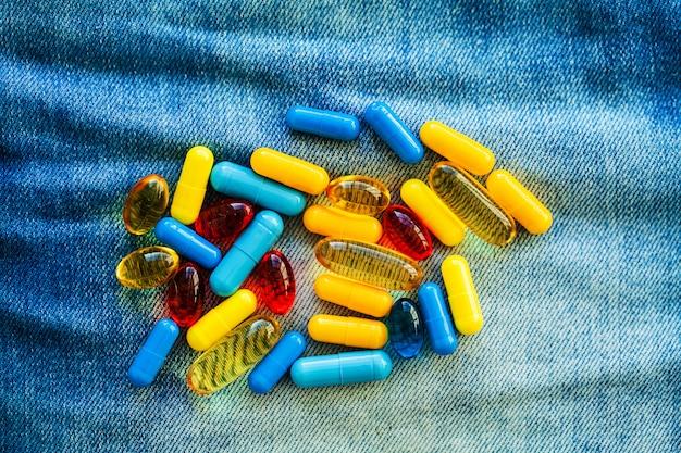 Comprimidos de potência médica para a saúde sexual em cápsulas.