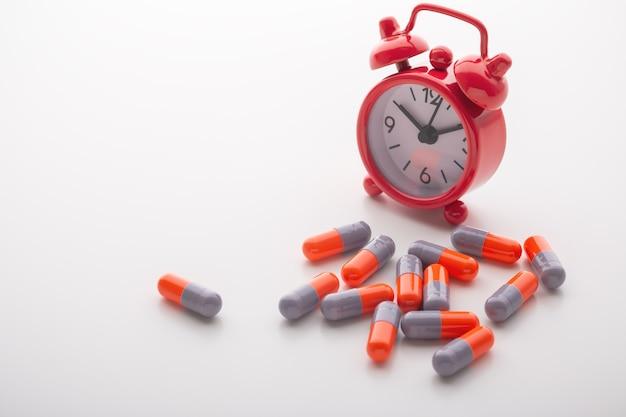 Comprimidos de remédio com despertador