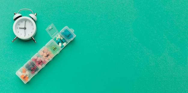 Comprimidos diários para tratamento com cópia-espaço
