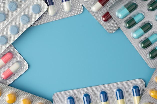 Comprimidos e comprimidos médicos, antibióticos, medicamentos, cápsulas, comprimidos. medicamento farmacêutico