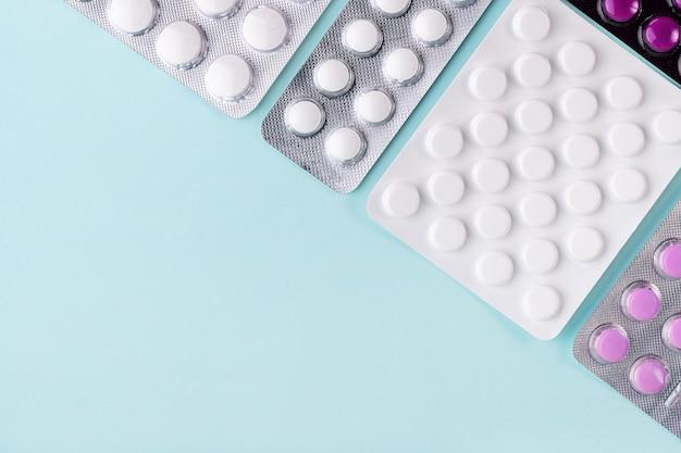 Comprimidos em pílulas blister em azul