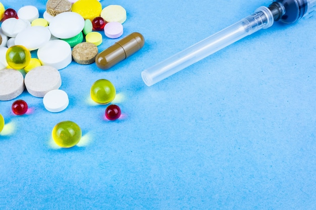 Comprimidos em um azul
