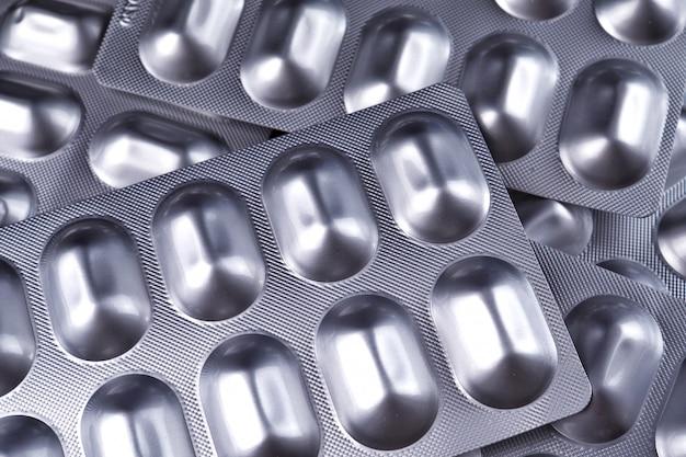 Comprimidos medicamento bolha fundo preto