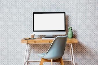 Computador, com, em branco, tela branca, frente, parede