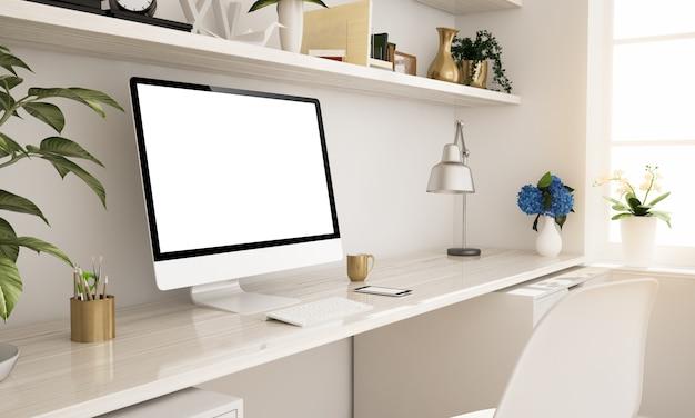 Computador no escritório em casa
