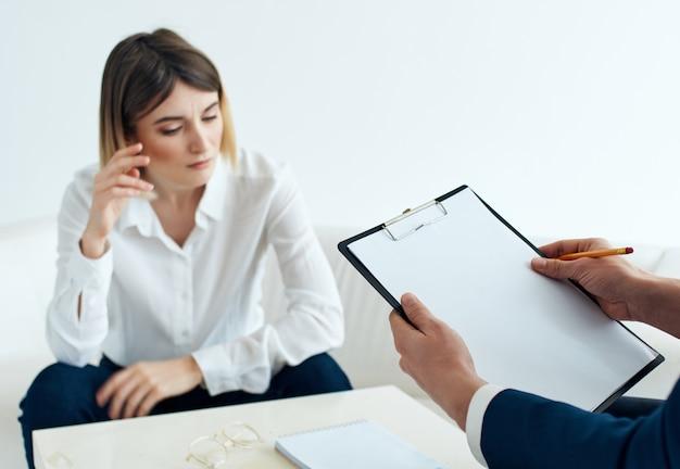 Comunicação com um psicólogo, trabalho, terapia, diagnóstico de problemas de um paciente