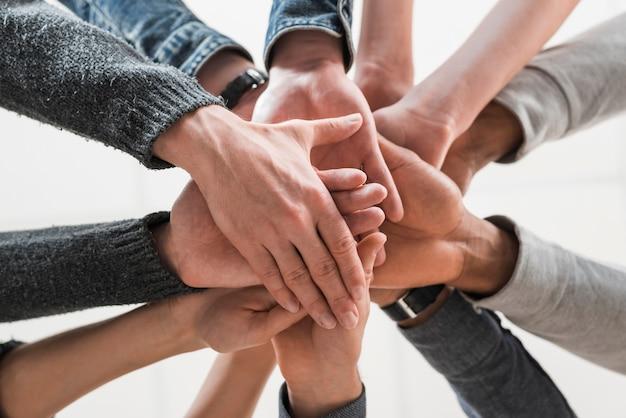 Comunidade conceito com as mãos das pessoas