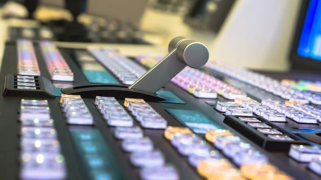 Comutador de vídeo de transmissão de televisão, trabalhando com mixer de vídeo e áudio