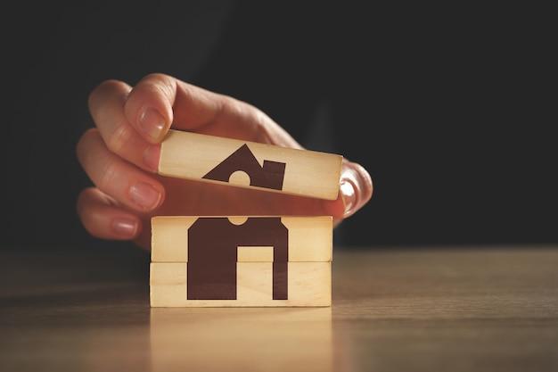 Conceito abstrato de seguro imobiliário e de casa.
