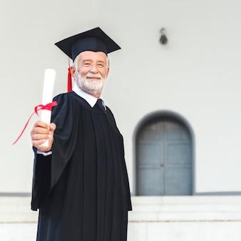 Conceito alegre do certificado acadêmico da realização