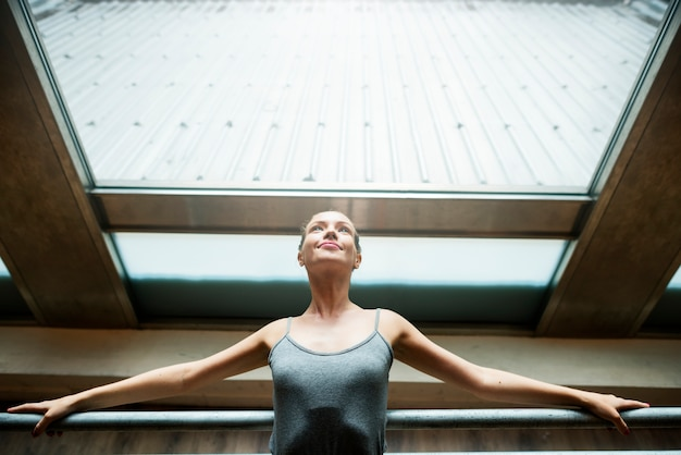 Conceito artístico do executor da dança do bailado do equilíbrio da bailarina