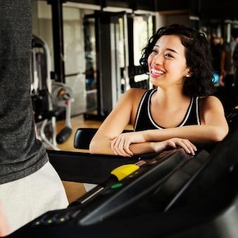 Conceito ativo do auxílio saudável do passatempo do gym da aptidão