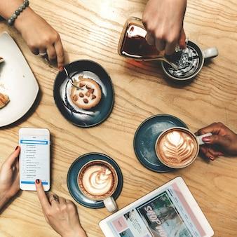 Conceito bebendo da recreação do abrandamento da bebida do café