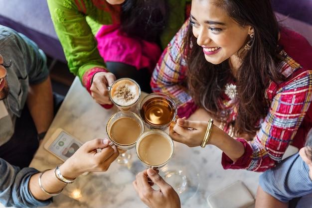 Conceito bebendo indiano do chá do café da ruptura do café da afiliação étnica