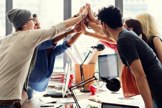 Conceito bem sucedido do local de trabalho da reunião do poder dos trabalhos de equipa