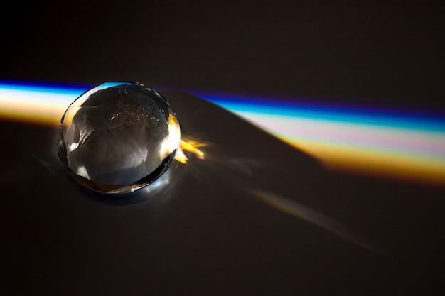 Conceito bonito com prisma dispersando a luz