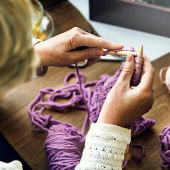 Conceito caseiro do crochet da faculdade criadora da malha do passatempo