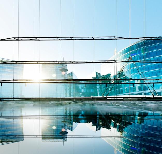 Conceito contemporâneo do indicador da arquitetura do escritório da construção