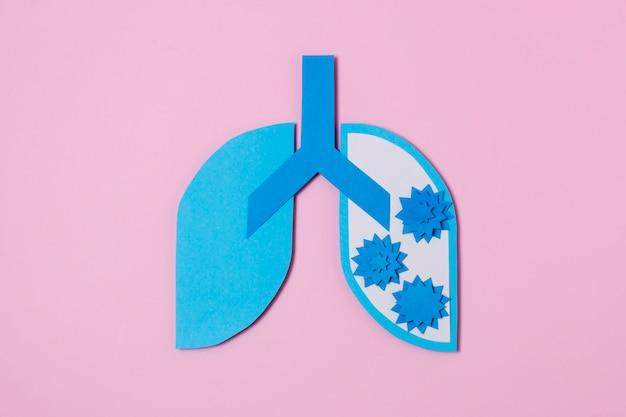 Conceito covid com pulmões de papel azul