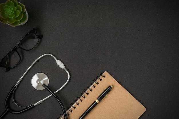 Conceito criativo médico e de saúde em preto