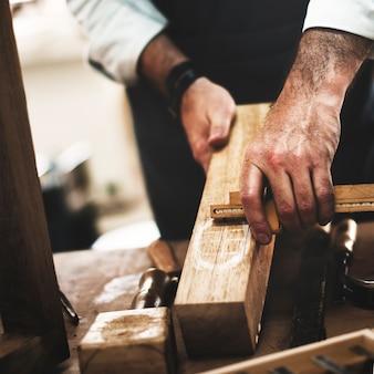 Conceito da carpintaria da habilidade da ocupação do trabalhador manual