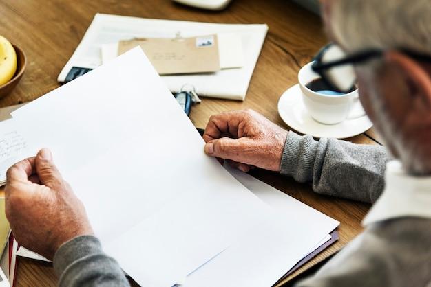 Conceito da conexão de uma comunicação da correspondência do correio de letra