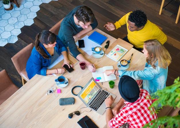 Conceito da equipe dos colegas da conexão da sessão de reflexão