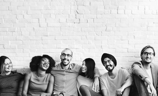 Conceito da felicidade da amizade dos amigos da diversidade dos povos