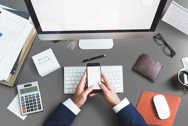 Conceito da mesa do espaço de trabalho do escritório dos objetos de negócio