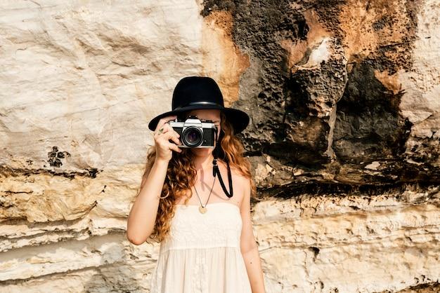 Conceito da natureza de shooting focus shooting do fotógrafo da câmera da menina