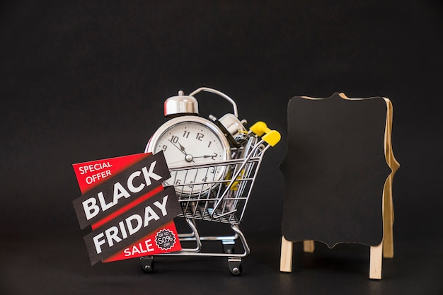 Conceito da sexta-feira negra com placa, etiqueta e carrinho