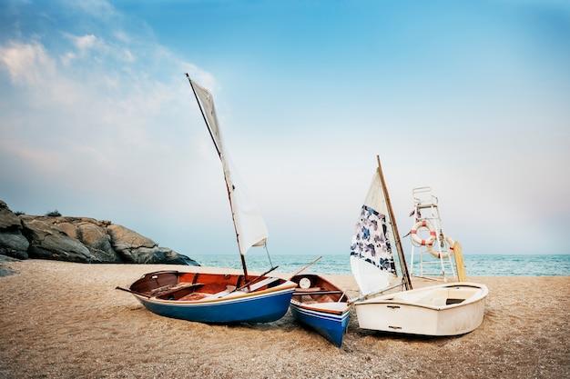 Conceito da viagem do barco das férias das férias de verão da praia