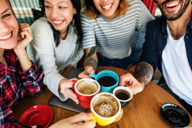 Conceito de acampamento da unidade da felicidade da amizade do café
