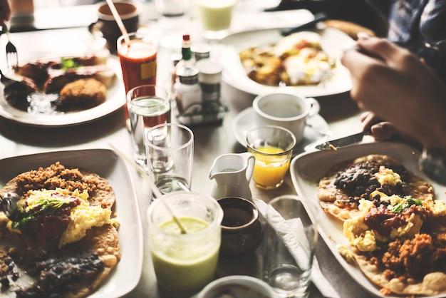 Conceito de acampamento do estilo de vida da unidade do piquenique do alimento