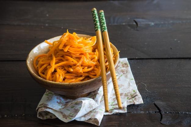 Conceito de alimentos orgânicos com macarrão